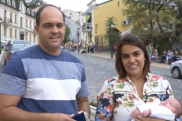 Новородената дъщеря на бразилска двойка получи първия си документ и е готова да лети вкъщи!